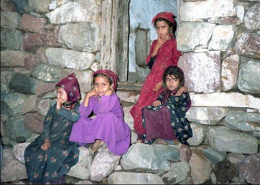 Young girls at Wadi El-Marzunad near Ash Shafadirah