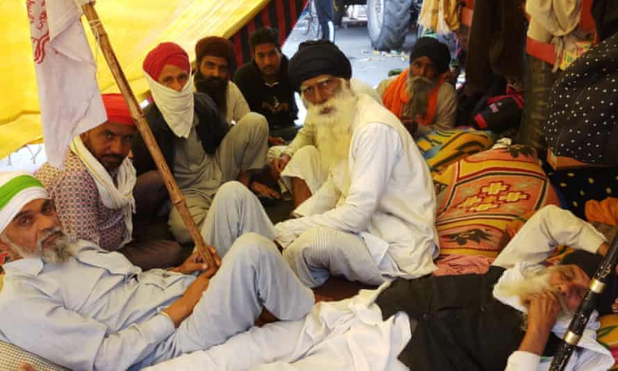 Elderly farmers in their cabin at the Delhi border