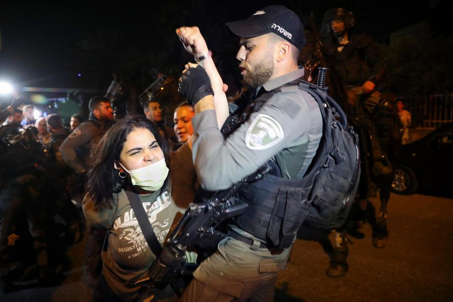 Palestinians Clashed with Israeli Police after facing eviction from Sheikh Jarrah