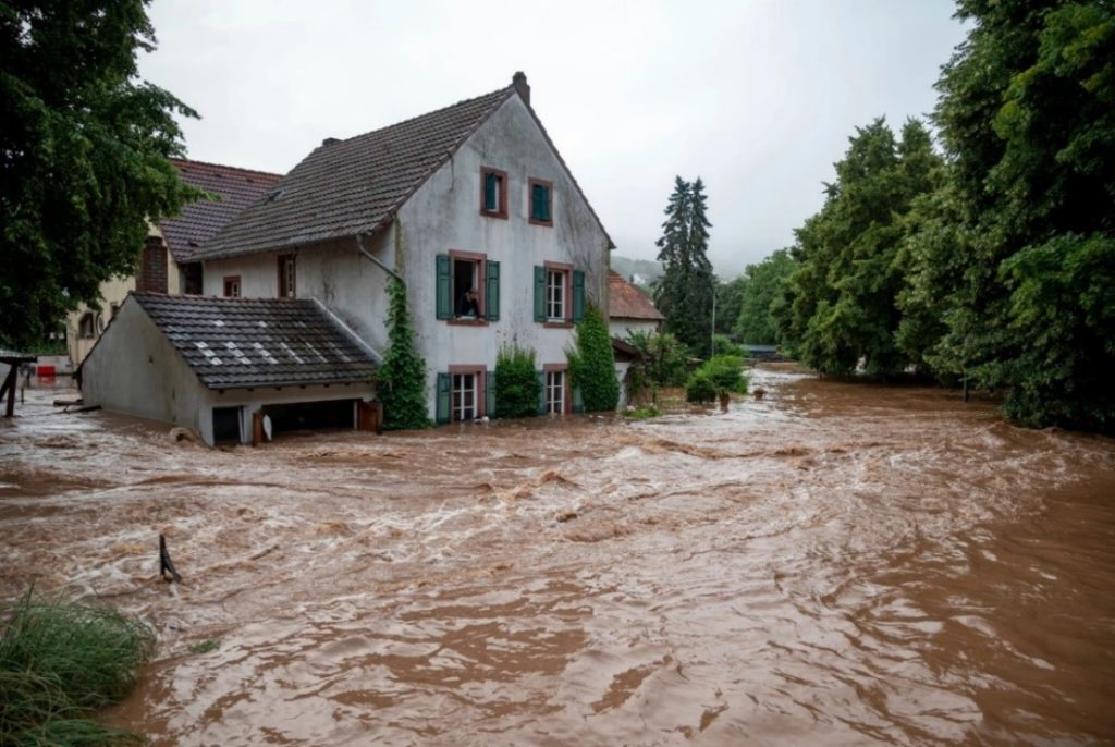 An image showing flood surrounding a house in Germany