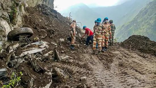 An image showing rescuers saving the missing people blocked during Kinnaur landslide