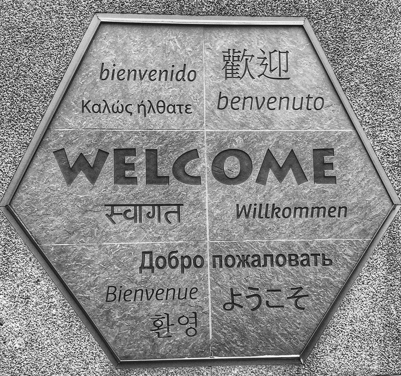 Sign that says 'welcome' in many different languages